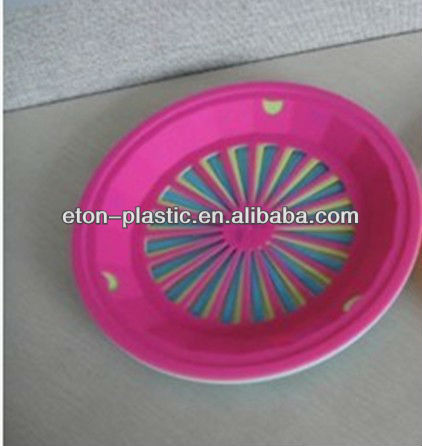 Plastic paper plate holder