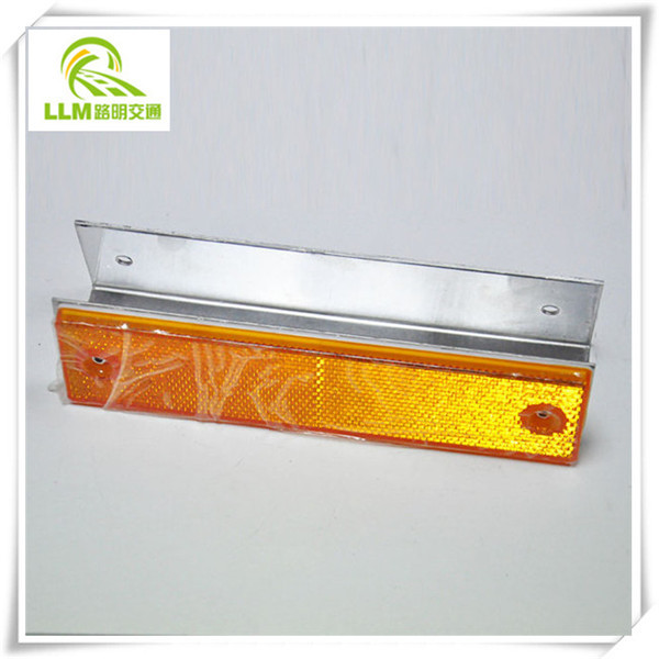Direct manufacture rectangular L-type reflective delineator for guardrail