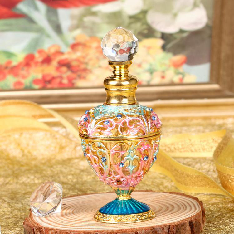 50033 High Quality Vintage Empty Crystal Glass Refillable Wedding Gifts Oil Bottle Hollow Out Vintage Handmake Perfume Bottle
