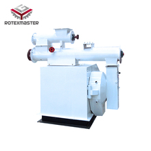 feed extruder machine to extrude dry soybean