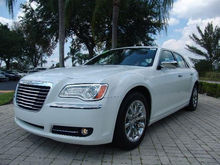 2013 Chrysler 300C Base $19,450 USD