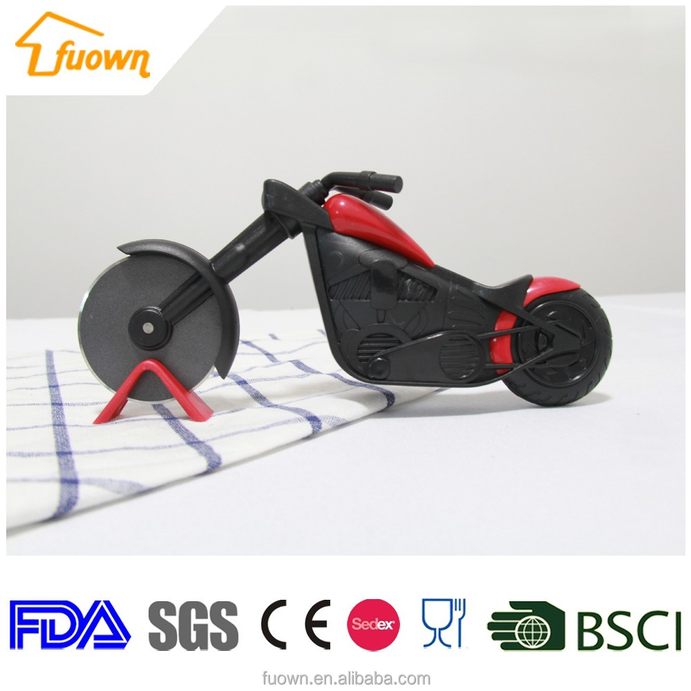 Newest Hot Customized Smart Design Plastc Motorcycle pizza cutter