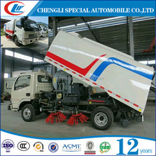 small Dongfeng road sweeping truck street cleaning vehicle