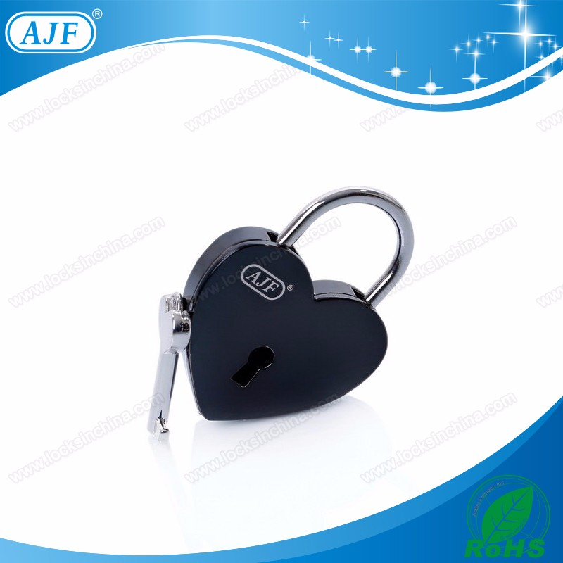 A01-025EBK shiny black love lock.jpg