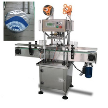 Automatic linear type heat sealing machine with conveyor belt for cosmetic jars
