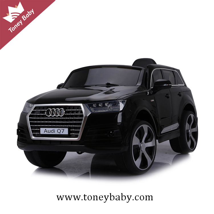 Hot selling licensed Audi Q7 electric baby remote control ride on car for older kids
