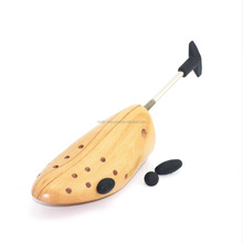 Wooden One Way Shoe Stretcher / Shoe Expander with T Shaped Handle in Beech/Hardwood (Varnished) - SS01D