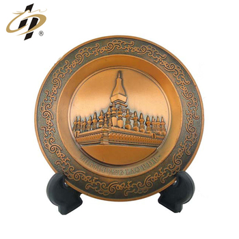 Factory price custom logo antique brass souvenir plates with holder