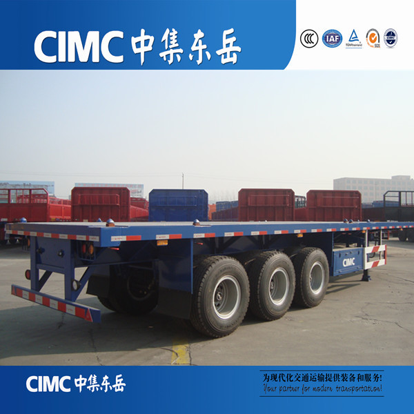 Tri-axle flatbed trailer with bulk cargo