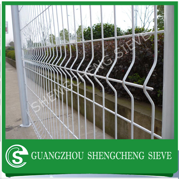 Powder coating Apartment fence wire mesh fence with triangle bend decorative garden fence