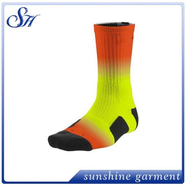 2015 hot sale custom compression basketball elite plus size fade socks