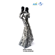 Outdoor Custom Lover Abstract Resin Couple Loving Figurine