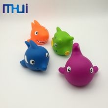 New arrival little plastic floating rubber bath fish toys set