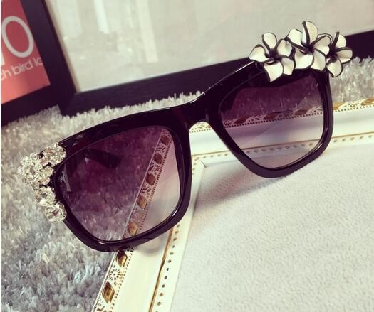 New Flower Rhinestone Decoration Sunglasses Women Vintage Shades Eyewear Sun glasses