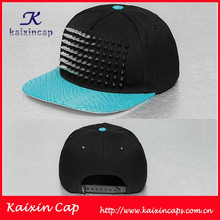 owm high quality cheap new design promotional black cotton snapback cap/hat with riverts/snakeskin
