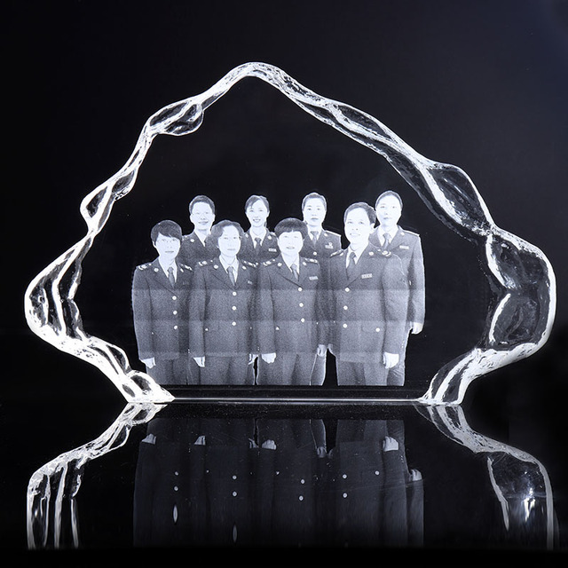 China wholesales 3D laser engraving crystal iceberg trophy award plaque