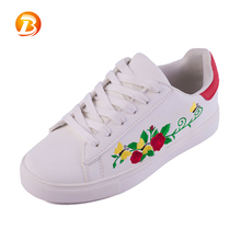 Wholesale womens white lace up skate sneaker comfortable casual skateboard shoes