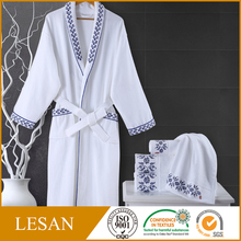 Wholesale cheap terry cloth bathrobe for hotels blue and white porcelain