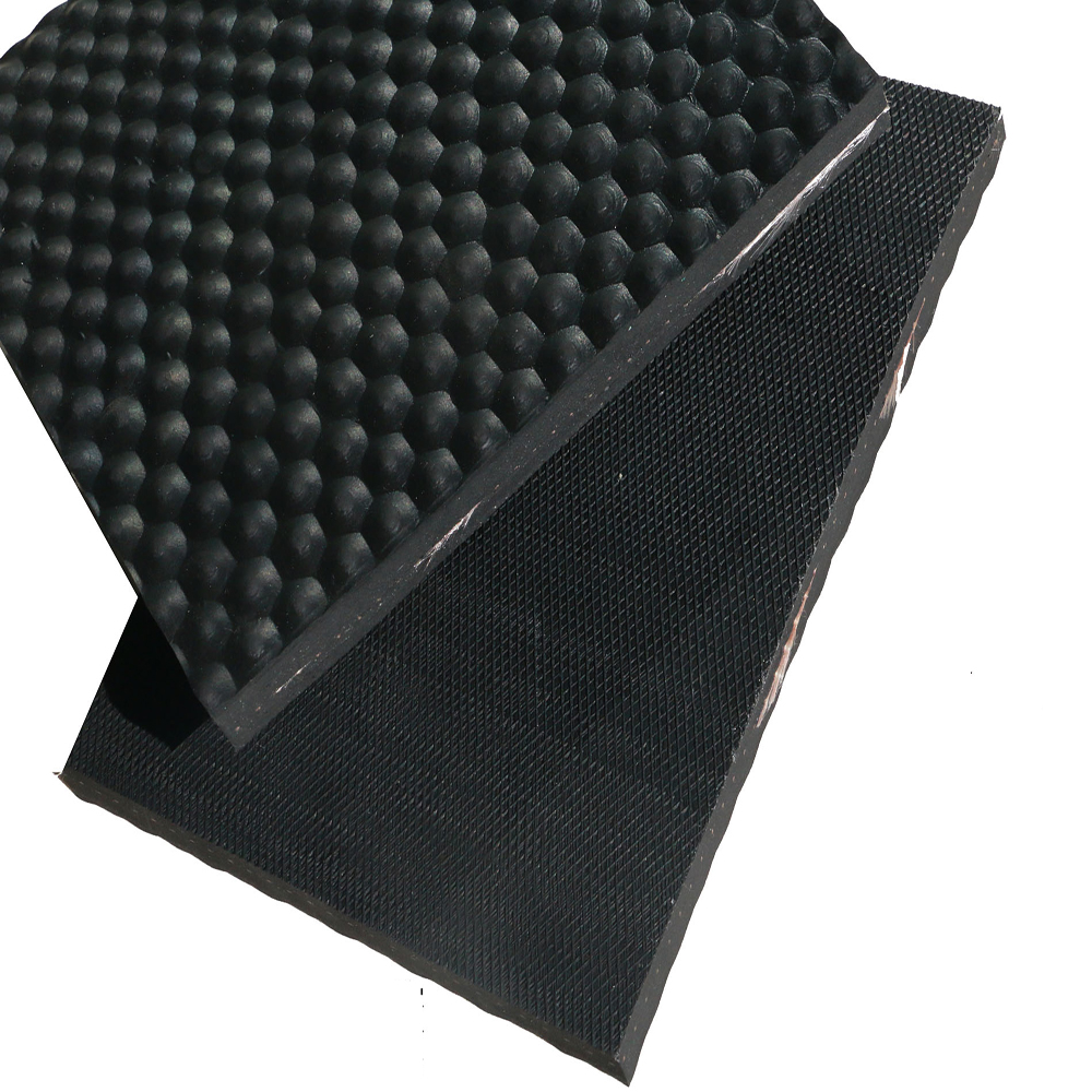 Wear-resistant and comfortable cow mat