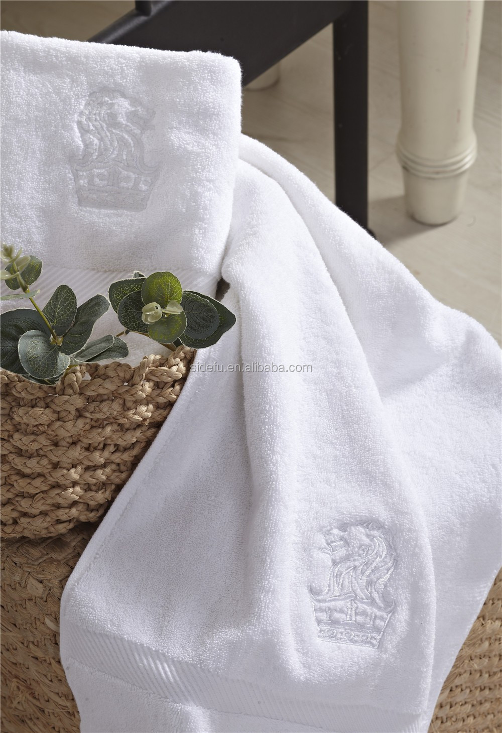 Customized Hotel supplies white jacquard cotton hotel white bath towel
