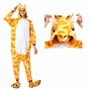 Wholesale Fashion Style Cute Giraffe Pattern Pajamas Super Soft Women Winter Flannel Sleepwear