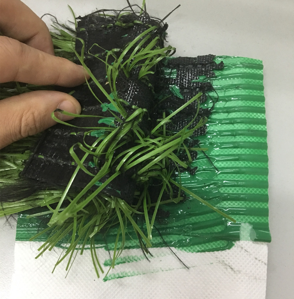 Double component polyurethane glue for tennis court artificial grass installation