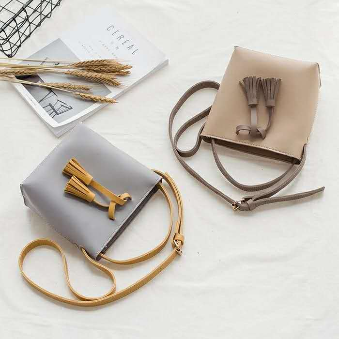 Classic PU leather messenger bag portable single diagonal shoulder bucket bag with tassels