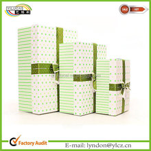 Lovely and fashionable tower coppia gift boxes with bow