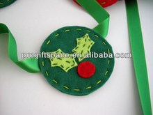 2017 hot sell Eco friendly Felt Christmas holiday garland with Trees and Mistletoe ornaments made in China