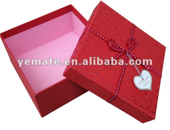 Yellow color hard plain cardboard triangle box,cardboard hat box, waxed cardboard for gift with ribbon on the lid