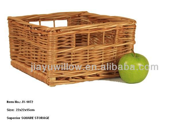 Wicker rattan plates with finger handles