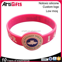 Promotional pink silicone bracelet with printing logo