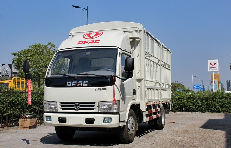 Dongfeng 4x2 Diesel 116HP Small Delivery Van Cargo Truck