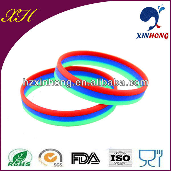 Two-tone silicone rubber band / bracelet maker from Huizhou Xinhong company for tennis