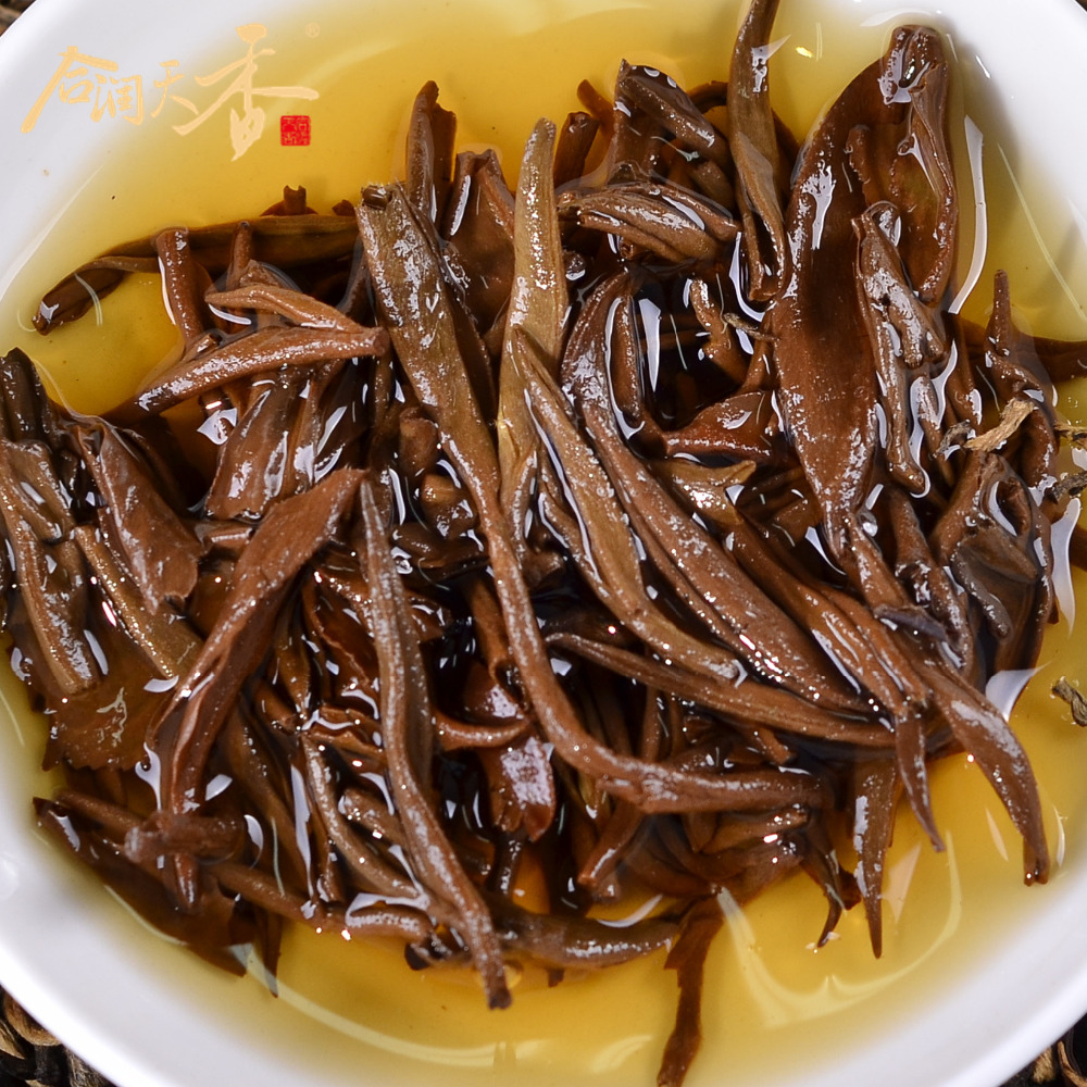 Super china yunnan black tea loose leaves golden buds tea