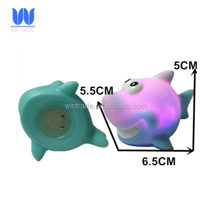 Floating water toy 6cm plastic bath shark sea animal flashing toys