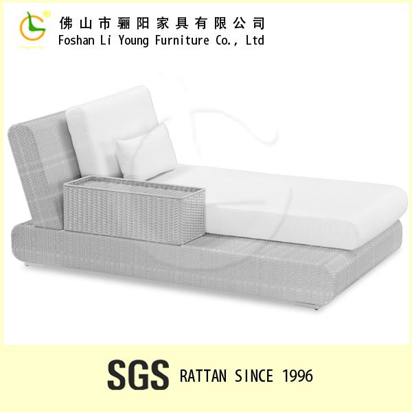 2016 China Guangdong All Weather Rattan Sun Lounger Outdoor Wicker Daybed , High Quality Handmade Waterproof Beach Lounger