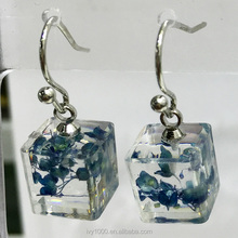 Fashion brand jewelry resin earrings ladies real flower earrings design pictures for girls latest resin amber hook earrings