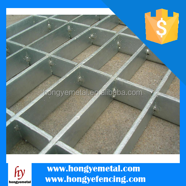 Galvanized Low Carbon Steel Grating / Galvanized Serrated Bar Grating / GI Grating