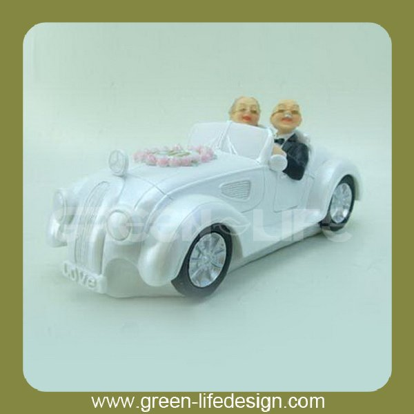 Resin old couple on car present for silver anniversary