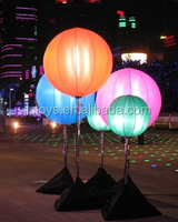 2016 customized new design inflatable oxford cloth colorful led light tripod balloon
