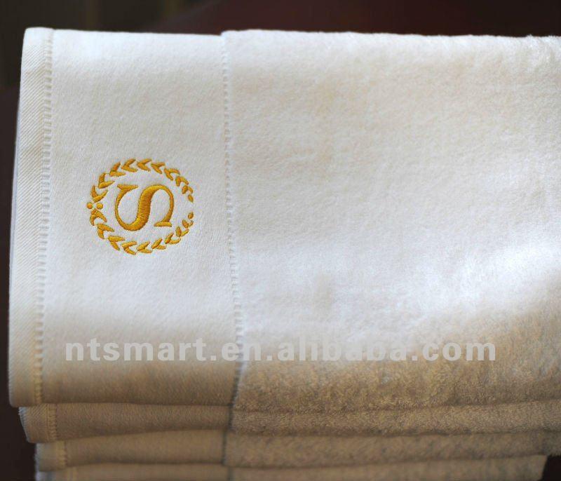 h tel de luxe serviette de bain blanc weave logo blanc. Black Bedroom Furniture Sets. Home Design Ideas