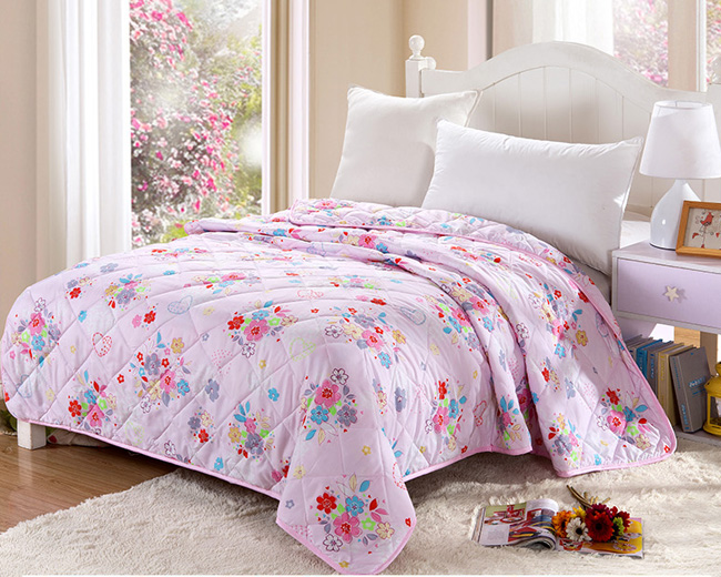 Quilt, patchwork quilt for home and hotel