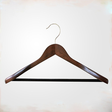 Newworld Factory Directory Sell Wooden Extra-Wide Shoulder Suit Hangers Coat Hangers