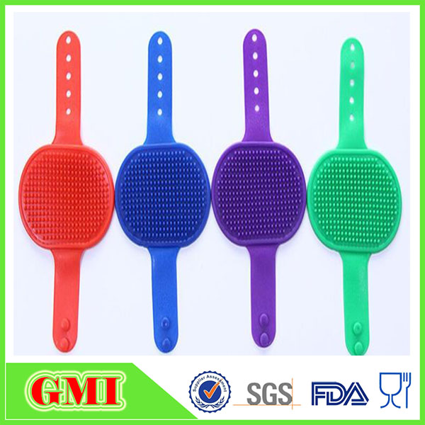 HOT! food grade new design flexibel silicone pet grooming cleaning plam brush for massage