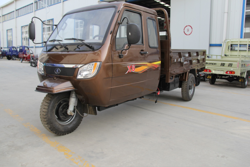 Loncin 650cc 800cc heavy load cargo semi closed motorcycle truck 3-wheel tricycle/chinese cargo two seats tricycle with cabin