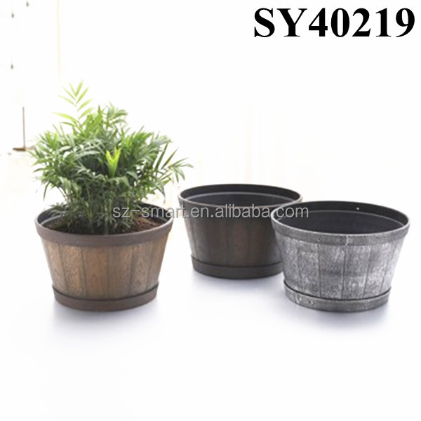 Painting large cheap plastic garden pot