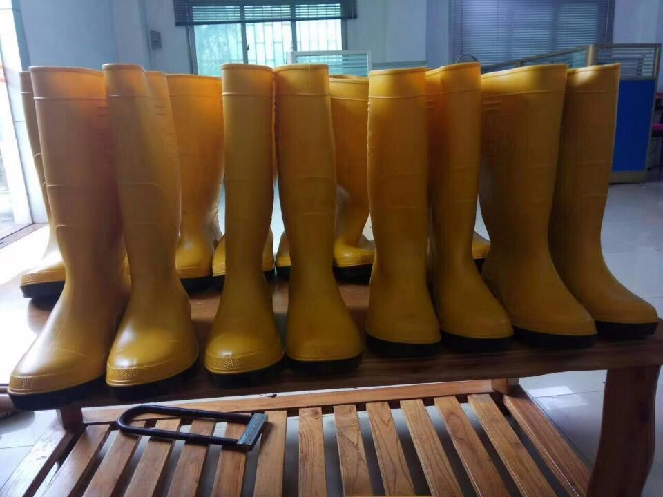 RUBBER BOOTS MAKING MACHINE