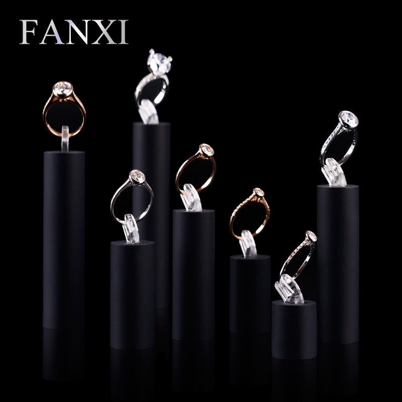 FANXI Wholesale Showcase Organizer Black Organic Glass Round Props for Rings Jewelry Display Stands Acrylic Ring Holders Set