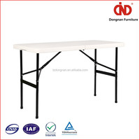 New Uniquely Plastic Table With Removable Legs